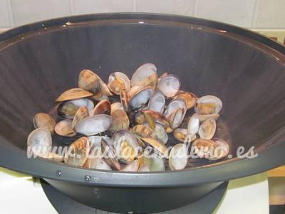 Paso 5: cocinar las almejas al vapor