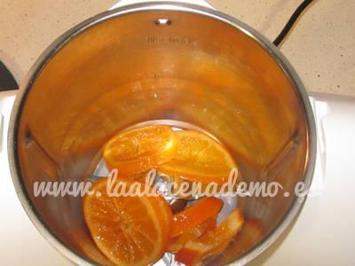 Paso 1: picar la naranja confitada