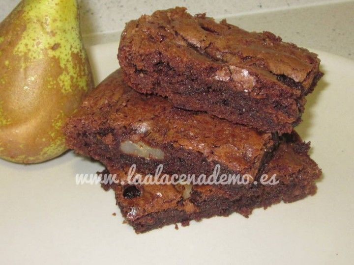 Brownie de pera y arándanos