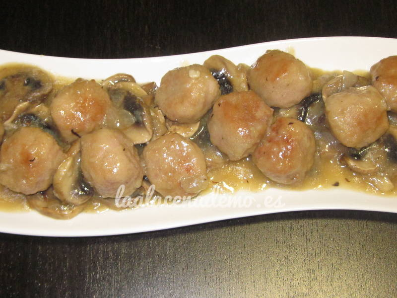Alb ndigas en salsa champi ones thermomix la alacena de mo for Cocinar champinones laminados