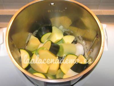 Paso 3: añadir el puerro, el calabacín y la patata
