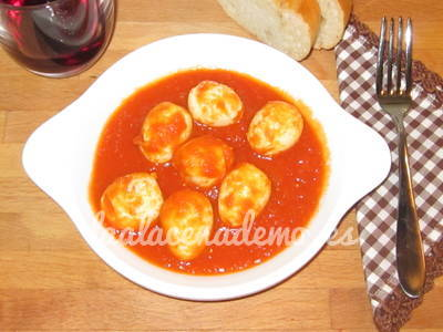 Huevos de codorniz con tomate en thermomix
