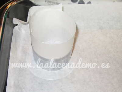 Paso 4: colocar papel de horno dentro del molde
