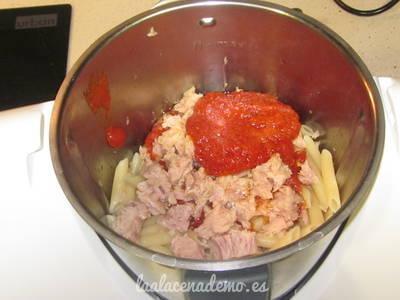 Paso 4: añade el tomate y el atún