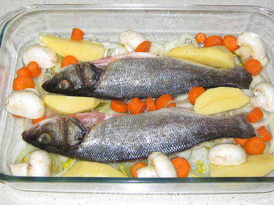 Paso 3: coloca la zanahoria, patata y champiñones cortados en trozos
