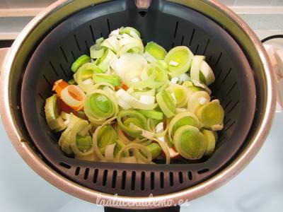 Paso 3: coloca las verduras en el cestillo