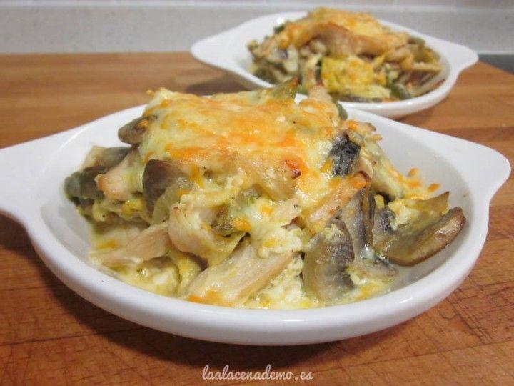 Salteado de verduras y pollo con queso gratinado