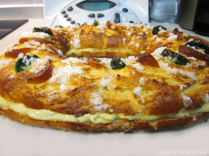 Roscón de Reyes con Thermomix relleno de crema pastelera