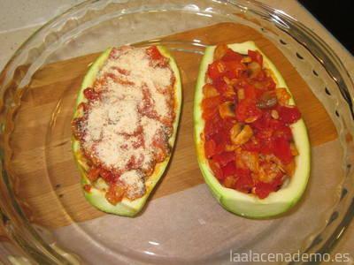 Paso 5: rellena los calabacines y espolvorea con el pan rallado