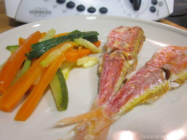 Salmonetes en papillote con verduras en Thermomix