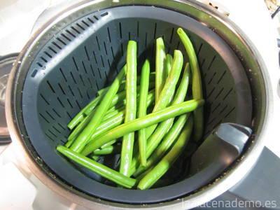 Paso 3: incorpora el cestillo con las judías verdes