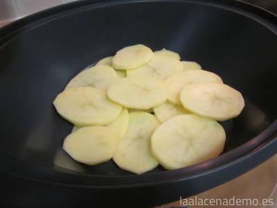Paso 4: coloca las patatas en el recipiente varoma