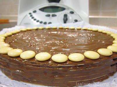 Paso 3: tarta de huesitos para chuparse los dedos, con lacasitos de chocolate blanco