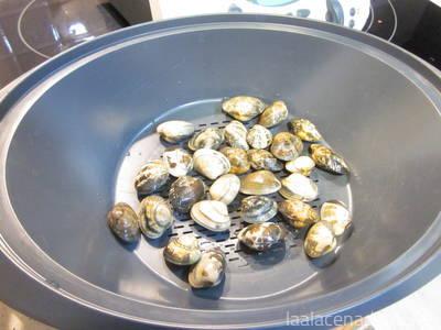 Paso 5: coloca las almejas en el recipiente Varoma