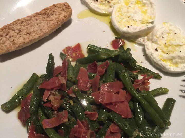 Judías verdes con jamón y huevo poché o queso fresco con Thermomix