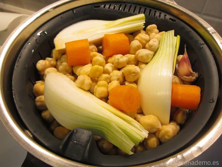 Garbanzos con verduras en cestillo Thermomix