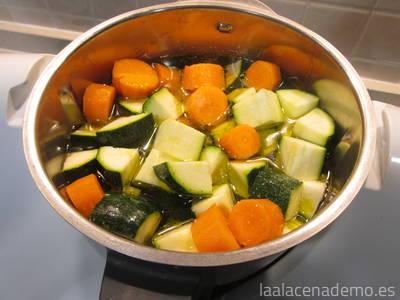 Paso 1: coloca verduras a tu gusto hasta el máximo de capacidad del vaso
