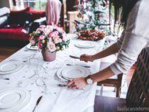 Cómo decorar una mesa de Navidad de 10