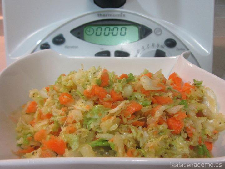 Ensalada de col y zanahoria con Thermomix