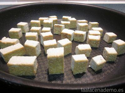 Paso 6: cocina el tofu cortado en dados a la plancha
