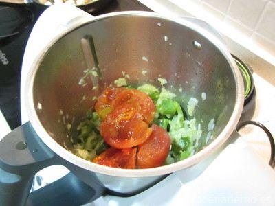 Paso 5: añade el tomate entero escurrido